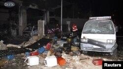 Foto yang dirilis oleh kantor berita SANA, menampilkan gambar puing-puing dan sampah yang nampak berserakan pasca ledakan bom di pompa bensin di distrik Barzeh al-Balad, Damaskus, 3 Januari 2013. (REUTERS/Sana)