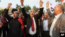 Türkiye'nin Irak'taki askerlerini çekmesi için Basra'da Aralık ayında yapılan bir protesto