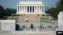 Le Mémorial de la Seconde Guerre mondiale et le Lincoln Memorial, tous deux situés à Washington, le 29 août 2018.