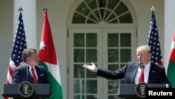 Le président américain Donald Trump, à droite, et le roi jordanien Abdullah II donnent une conférence de presse à Washington DC, le 6 avril 2017.