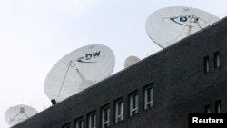 Des satellites de la Deutsche Welle à Berlin, le 12 novembre 2012.