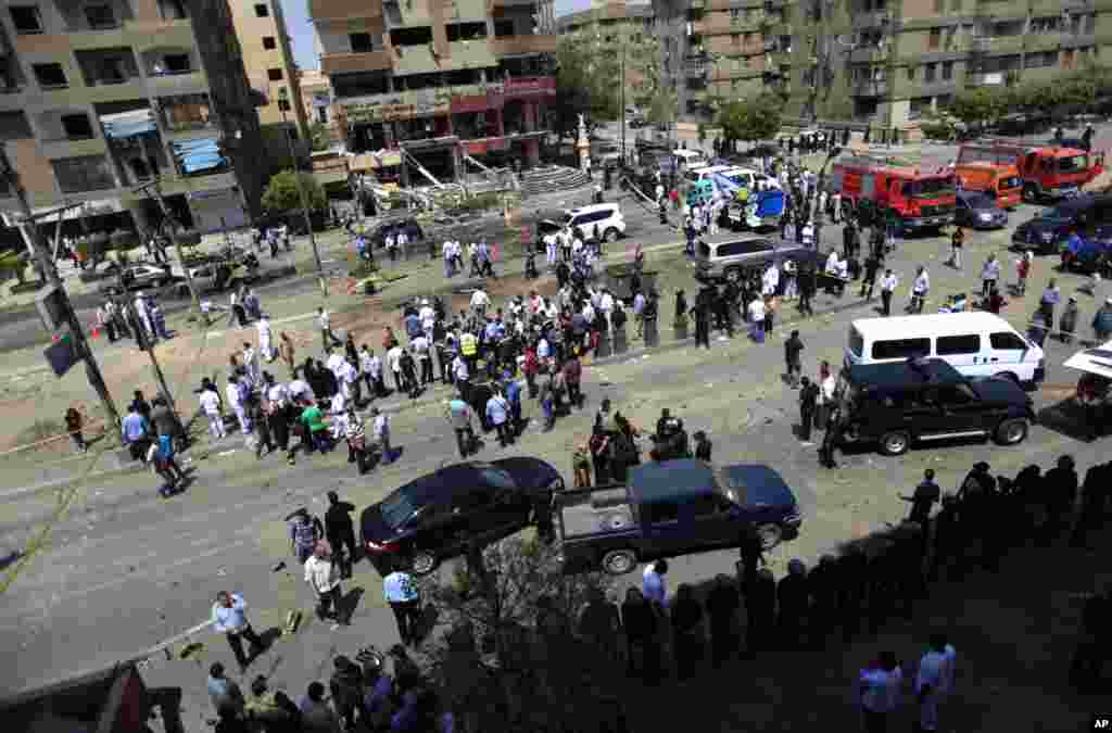 People gather at a site of an explosion near the convoy of the Egyptian Interior Minister Mohamed Ibrahim, Cairo, Sept. 5, 2013.