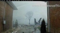 2012-04-07 美國之音視頻新聞: 美國戰鬥機撞上住宅有三人失蹤