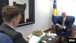 Premijer Kosova tokom današnjeg intervjua za Albanski servis Glasa Amerike