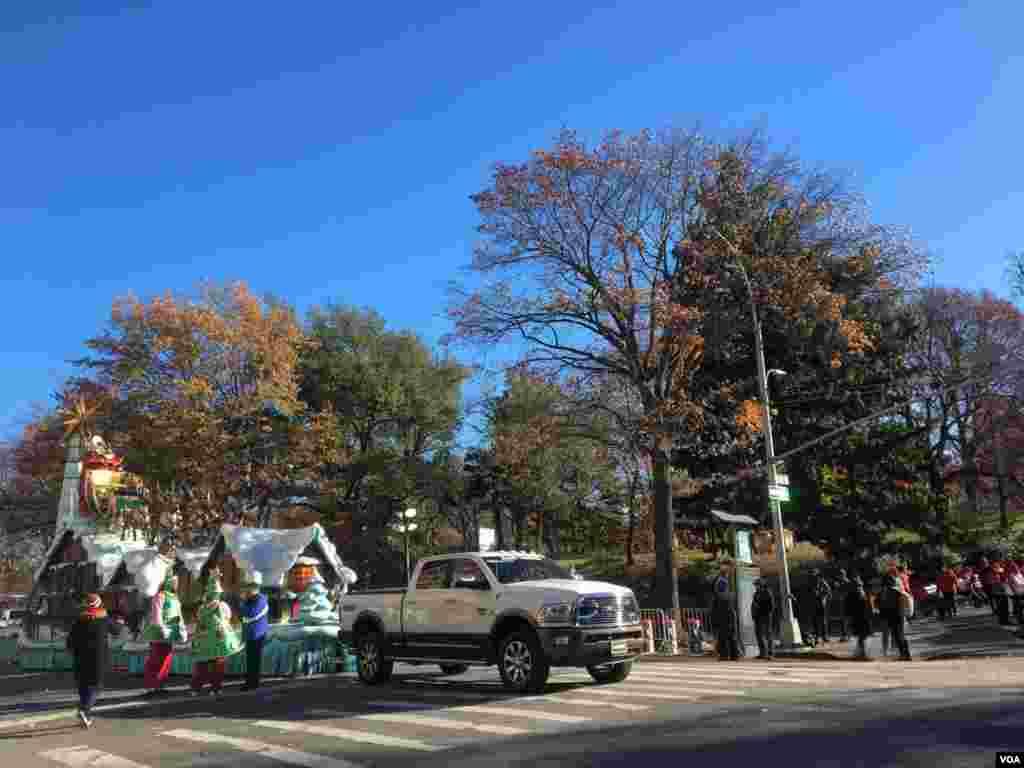 El desfile es organizado por los grandes almacenes Macy's y se celebró por primera vez en 1924.