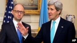 John Kerry se reunió en el Departamento de Estado con el el primer ministro interino de Ucrania, Arseniy Yatsenyuk.