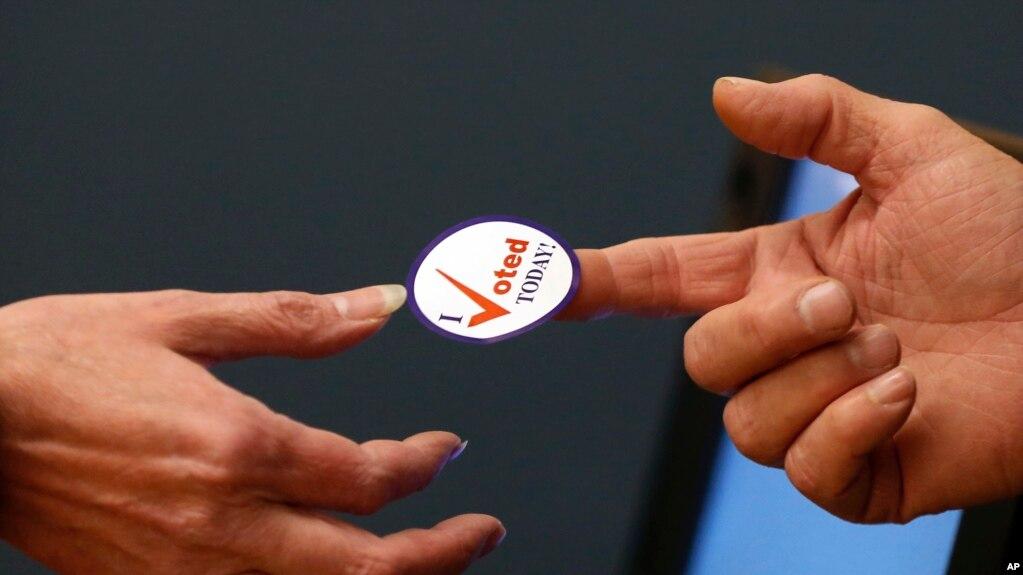 中期选举战况: 美国过半投票站关闭