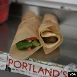 Viking Soul Food's lefse wraps adalah makanan sejenis lumpia yang berbuat dari roti kentang Norwegia yang tipis yang diisi sayuran, daging, dan keju.