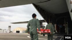 台灣空軍與海巡署2017年7月24日一道舉行太平島救援演練(美國之音黎堡攝)