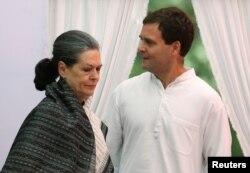 """India's main opposition Congress party president Sonia Gandhi (L) and her son and the party's vice-president Rahul Gandhi arrive to address their supporters before what the party calls """"Save Democracy"""" march to parliament in New Delhi, India, May 6, 2016."""