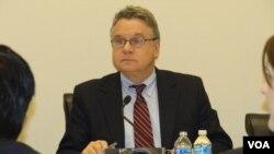 美國國會及行政當局中國委員會主席克里斯.史密斯表達了對香港五名禁書書商神秘失踪事件的擔憂。