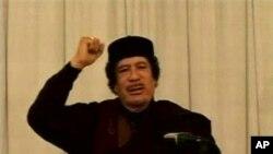 卡扎菲向支持者發表講話