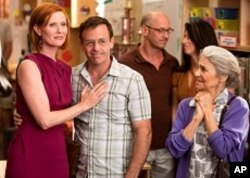 """CYNTHIA NIXON as Miranda Hobbes, DAVID EIGENBERG as Steve Brady and LYNN COHEN as Magda in New Line Cinema's comedy """"SEX AND THE CITY 2,"""" a Warner Bros. Pictures release."""