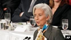 Pimpinan IMF, Christine Lagarde, memberikan sambutan dalam pertemuan Klub Ekonomi di New York (10/4).