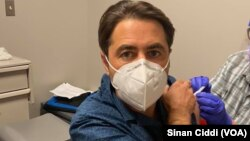 Türk akademisyen Sinan Ciddi ABD'de Corona aşısı için gönüllü oldu