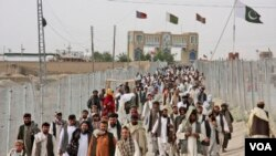 FILE - Pakistanis rally at the closed Chaman border crossing between Pakistan and Afghanistan.