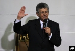 Parliamentary President Henry Ramos swears in newly elected members of the National Assembly in Caracas, Venezuela, Jan. 5, 2016.