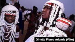 Une séance de vodoun à Cotonou, au Bénin, le 8 janvier 2017. (VOA/Ginette Fleure Adande)