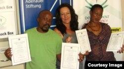 UNanzile Nyathi lomkakhe uMnu. Bongo (right) bemukele izicocco zokwenza kahle emsebenzini wabo.