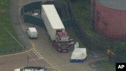 Hình ảnh chiếc xe tải nơi phát hiện 39 thi thể hôm 23/10.