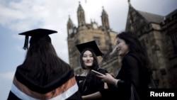 澳大利亞悉尼大學的學生參加畢業典禮。(2020年4月22日)