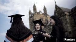 澳大利亞悉尼大學的國際學生參加畢業典禮。(2020年4月22日)