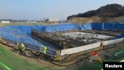 Sân trượt băng đang được xây cất ở thành phố ven biển Gangneung, 11/2/2015.