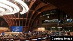 Dans l'hémicycle pendant le débat sur les conséquences de la guerre entre la Géorgie et la Russie