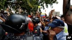 委內瑞拉民眾3月9日在首都加拉加斯與警方衝突。