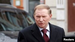 Former Ukrainian President Leonid Kuchma arrives at the public prosecutor's office in Kiev, March 28, 2011.