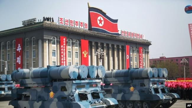 2017年4月15日,朝鲜为庆祝开国领导人金日成105周年诞辰在平壤金日成广场举行盛大阅兵。