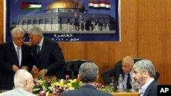 Čelnici Hamasa i Fataha na svečanosti potpisivanja u Kairu 4. svibnja