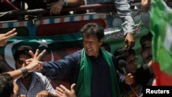 Imran Khan cheers his supporters after his visit to the mausoleum of Mohammad Ali Jinnah, founder and first governor-general of Pakistan, during an election campaign in Karachi, May 7, 2013.