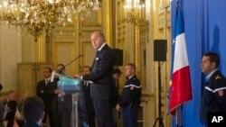 Laurent Fabius s'adressant aux journalistes, le 10 septembre 2013, au Quai d'Orsay
