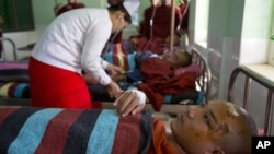星期四緬甸銅礦擴建引發的爭端一名僧侶在醫院接受治療