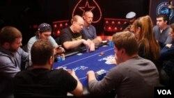 İlkin Qəribli Poker oynayarkən (c) PokerNews