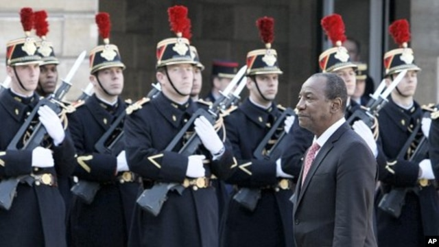 Guinea President Alpha Conde reviews an honor guard at his arrival at the Elysee Palace, in Paris for a meeting with French President Nicolas Sarkozy (File Photo - March 23, 2011)