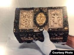 "Quedlinburg treasure (Film still from documentary ""The Liberators"")"