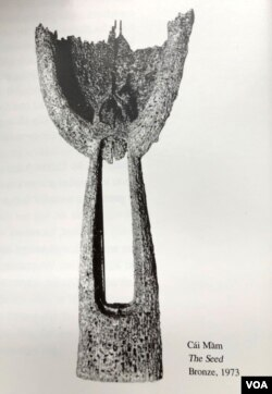 Tượng Mầm cao 1.50 m, chất liệu bằng đồng làm bằng cả ngàn vỏ đạn hàn lại, được Mai Chửng cho triển lãm năm 1974 tại gallery La Dolce Vita trong khách sạn Continental nổi tiếng trên đường Tự Do Sài Gòn. Sau 1975, bức tượng Mầm ấy đã bị vứt vào nhà chứa củi, hay một xó xỉnh chứa đồ phế thải nào đó, và nay số phận bức tượng ấy ra sao thì không ai được biết. [tư liệu gia đình Mai Chửng]