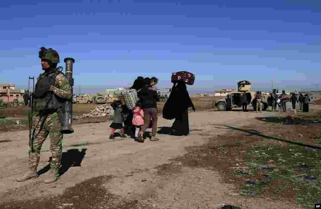 شرق موصل کامل آزاد شد. بیش از ۷۵۰۰۰۰ شهرونداندیگر موصل هنوز تحت حکومت داعش زندگی میکنند.