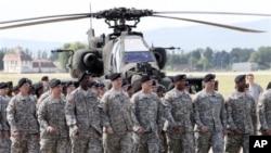 행진하는 미 육군 장병들