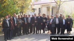 Kür daşqınlarından ziyan çəkənlər (Foto Oqtay Gülalıyevin facebook səhifəsindən götürülüb)