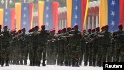 El ejército de Venezuela ha ayudado a respaldar al gobierno socialista durante más de una década, pero nunca había sido el principal apoyo del gobierno como lo es ahora.