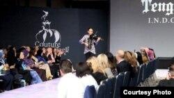 Maestro biola, Tengku Ryo, saat tampil di Couture Fashion Week di New York (Dok: Brama International)