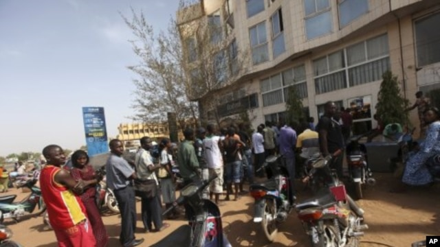 Malians queue to withdraw money from a bank in the capital Bamako, April 3, 2012.