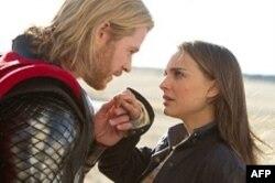 Tor (Kris HemsvortI) i Džejn Foster (Natali Portman)