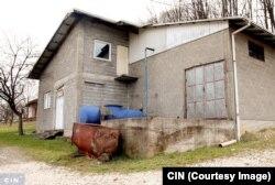 """Kvadratni metar objekta firme """"Destilacija MN"""" kod Srebrenika vještak Izić procijenio je na 750 KM. (Foto: CIN)"""