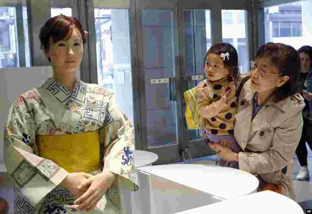 "Customers watch android robot ""Aiko Chihira"" at the reception of Mitsukoshi department store in Tokyo."