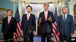 지난 2014년 10월 24일 미국 워싱턴 국무부물에서 미한 외교·국방장관 회담이 열렸다. 왼쪽부터 한국의 한민구 국방장관, 윤병세 외교장관, 미국의 존 케리 국무장관, 척 헤이글 국방장관. (자료사진)