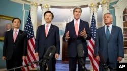24일 미국 워싱턴 국무부 건물에서 미-한 외교·국방장관 회담이 열렸다. 왼쪽부터 한국의 한민구 국방장관, 윤병세 외교장관, 미국의 존 케리 국무장관, 척 헤이글 국방장관.